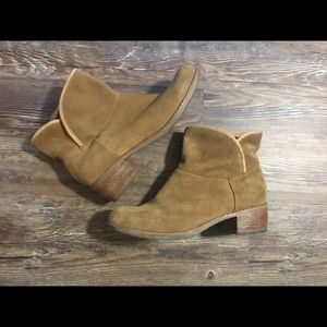 Ugg Tan Suede Booties Size 7
